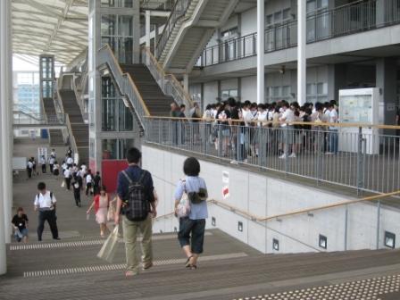 オープンキャンパス当日 ウッドデッキ.jpg