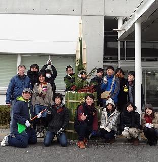 トリミング2012門松(集合写真).jpg