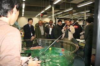 JICA研修魚ロボットデモ.jpg